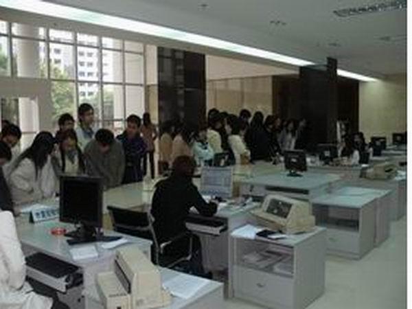 会计电算化专业学生参观税务局报税大厅