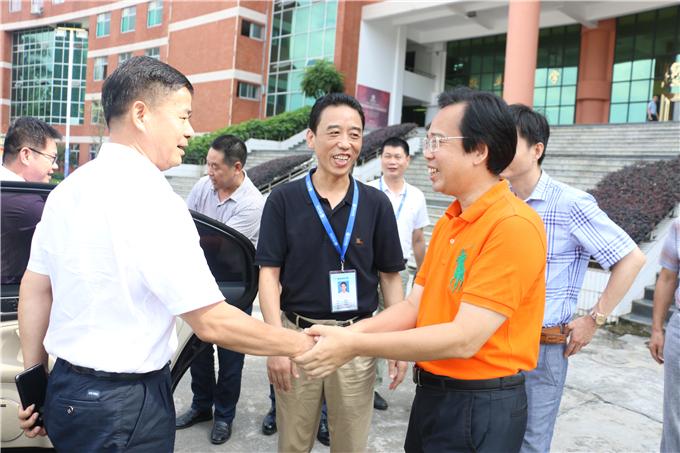 邱克楠副巡视员受到学院院长纪少游等领导的热情接待