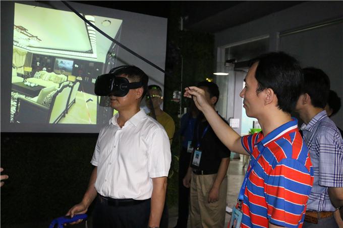 参观VR建模中心并亲自体验