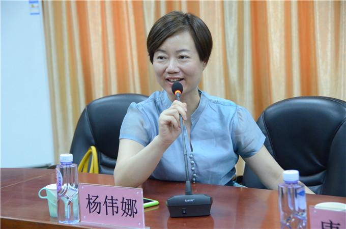 揭阳市科技企业孵化器公司董事长杨伟娜讲话