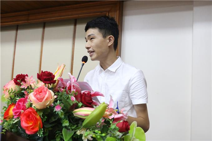 优秀毕业生代表潘泽大同学发言