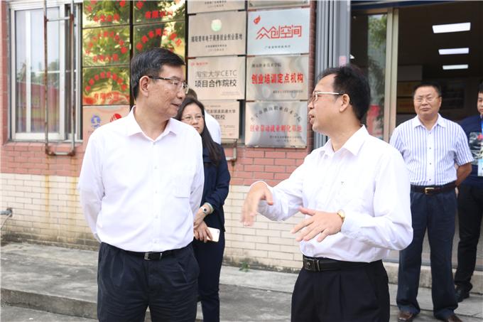 黄宁生副省长与纪院长深入交流