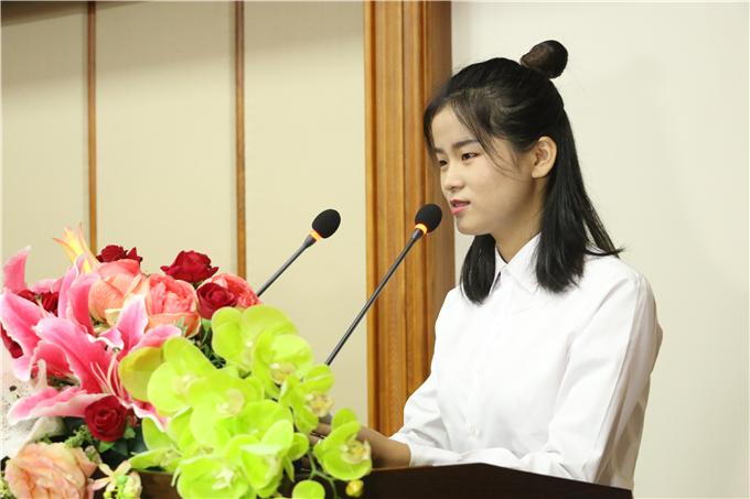 2016级获奖代表刘娜发言
